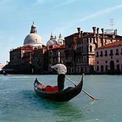 В Венеции появилась первая женщина-гондольер