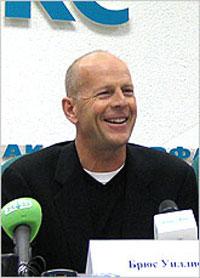 Брюс Уиллис во время пресс-конференции