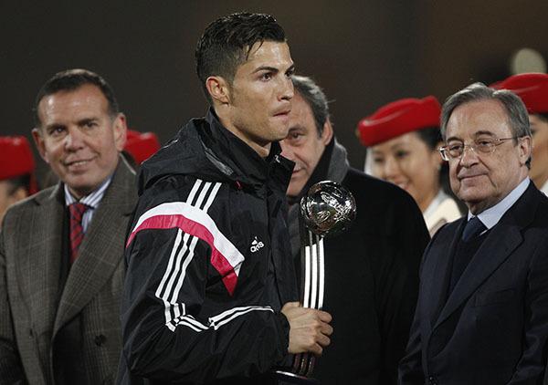 Роналду опозорил президента УЕФА отказом от рукопожатия. Видео