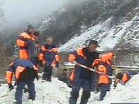 В Приэльбрусье продолжили поиски горноспасателей, попавших под
