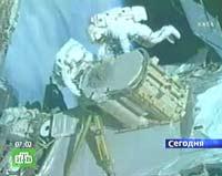 Астронавты на МКС пролили в космос жидкий аммиак