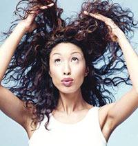 Частое мытье головы избавляет от волос?