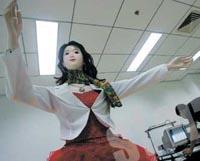 Красавица-робот танцует и рассказывает анекдоты