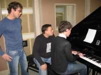 Для чистоты эксперимента Сергей решил подирижировать музыкантами