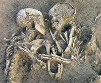 Влюбленные пролежали в объятиях 5 тысяч лет (ФОТО)