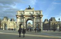 Париж: студенты оспаривают право работодателей на увольнение в