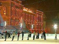 На Красной и Дворцовой площадях открываются огромные катки