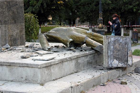 Неизвестные уничтожили памятник Ленину в Крыму