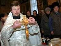 Православные ходят в гости, колядуют и гадают