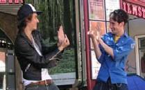 Гостей Франции обучат местному языку жестов