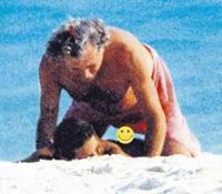 Снимок, сделанный папарацции на пляже. 17-летняя Мишель Хунцикер