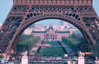 Забастовка во Франции: на Эйфелеву башню не подняться