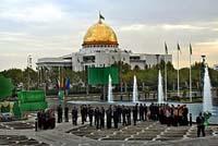 И.о. президента Туркмении превратился в кандидата