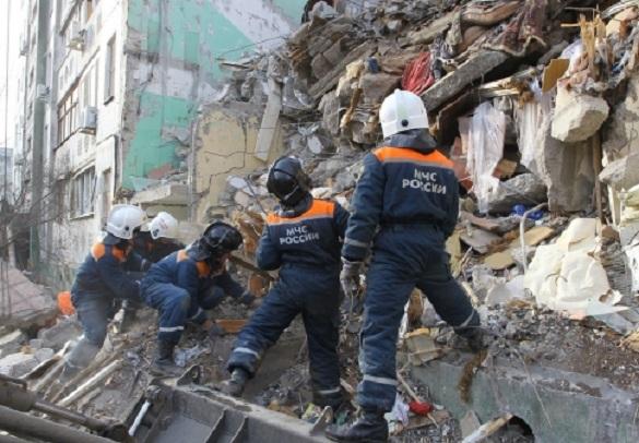 Взрыв дома в Рязани: Трое погибших, кинологи ищут пострадавших под завалами