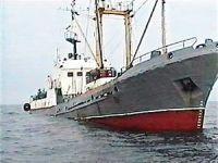 В Японском море траулер запутался в рыболовных сетях
