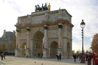 Париж застыл в ожидании новых беспорядков
