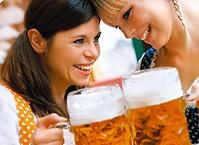 Европейки увеличивают грудь при помощи пива