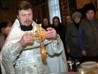 В Архангельск прибыл  крест с частицей ризы Христа