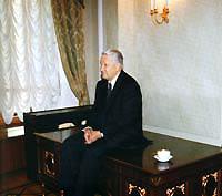Борис Ельцин в кремлевском кабинете ФОТО из книги «Ельцин