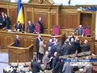 Сторонники Тимошенко заблокировали трибуну Рады