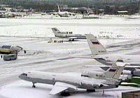 Ветер и снегопад не мешают работе московских аэропортов