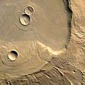 Европейский космический зонд сфотографировал развалины вулкана