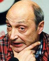 Михаил Козаков вывел в свет блондинку в темных очках