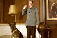 Кадр из фильма: Гитлер и его любимая немецкая овчарка Блонди