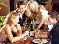 Традиционная привычка французов выпивать за обедом пару бокалов