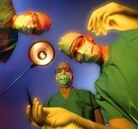 Хирург пришил пациенту на место левой руки правую