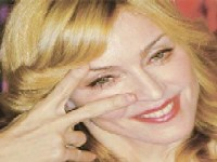 Поклонников Мадонны уже пустили в зал
