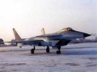 Первый вице-премьер лично починил боевой самолет 5 поколения