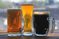 Мужчины скупают пиво, увеличивающее грудь