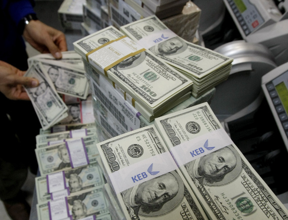 ФСБэшники отмывали деньги в Молдавии; майор отдела миграции Екатеринбурга где-то нахапала миллион руб