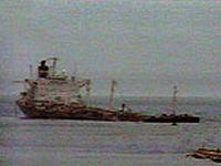 У берегов Южных Курил снимают с мели судно