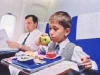 Как отвлечь ребенка в самолете?
