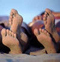Пляжный песок заражает женщин