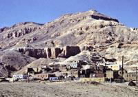 Шейх Абу эль-Курна. Современные дома, стоящие на древних