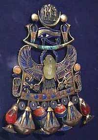 Нагрудное ожерелье фараона со скарабеем - создано из минералов