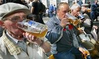 За распитие пива в общественных местах: штраф с конфискацией