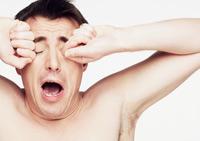 Чем опасны гримасы и выдавливание прыщей?