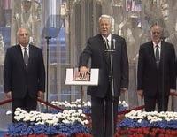 Алексий Второй поздравил Ельцина орденом и цветами