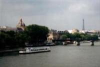 Париж стал тропическим курортом