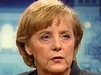 Путин поздравил Меркель цветами и палехским панном