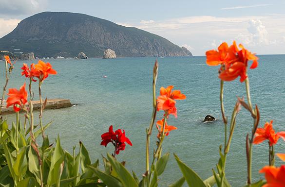 Туристический сезон принес Крыму 60 млрд рублей