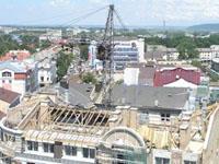 Строители замуровали в новостройке башенный кран