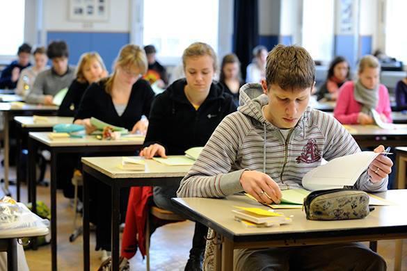 Подросткам Сахновщинской гимназии рассказали об уголовной ответственности