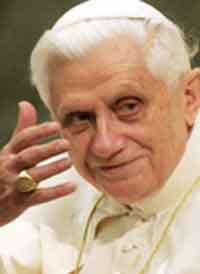 Книга Папы Римского стала бестселлером