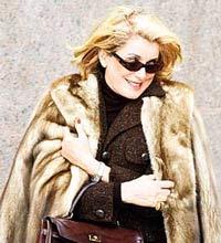 У Катрин Денев после Берлинского кинофестиваля украли сумочку
