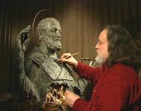 Скульптор Григорий Потоцкий за работой